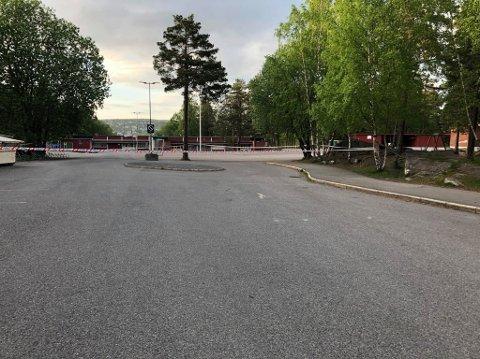 ÅSTED: Skolegården til Åsen skole i Lørenskog skal ifølge politiet være åstedet for hendelsen.