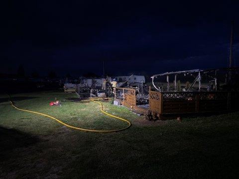 Tre campingvogner brant lørdag kveld. Det er foreløpig for tidlig for politiet å uttale seg om årsaken til brannen.