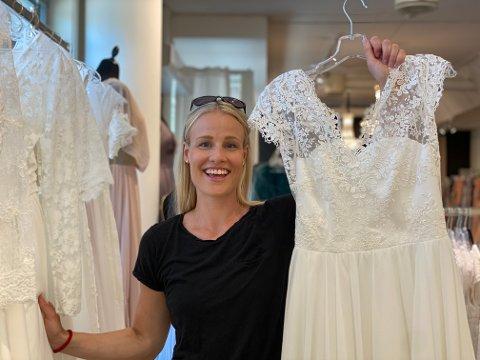Snudd på hodet: Først skulle hun gifte seg i sommer. Så ble alt utsatt. Nå er håndballspiller Karoline Strømberg i full gang med å finne brudekjole til bryllupet 27. juni.