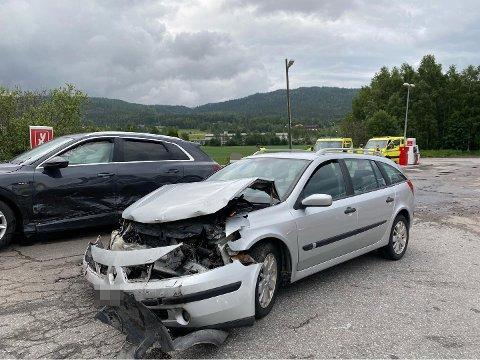 ULYKKE: Totalt sju personer var involvert i ulykken i Hakadal søndag kveld.
