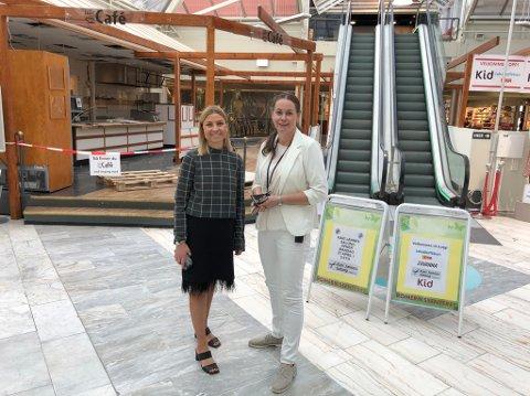 Arbeidet startet tirsdag, forteller senterleder Siri Heimlund (t.h.) og eiendomssjef Pernille Adelaide Myrvold på Romerikssenteret.