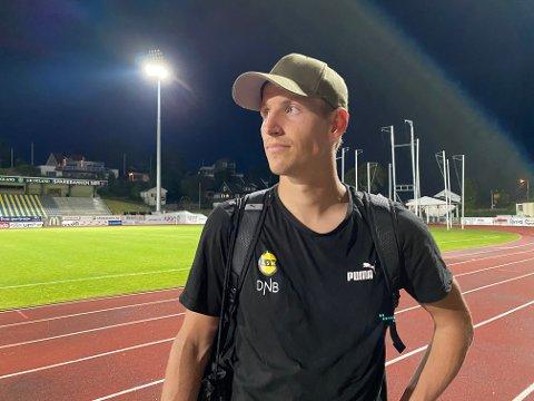 TØFF KVELD: Thomas Lehne Olsen hadde det ikke lett etter at LSK hadde tapt poeng i Grimstad. Han tok ansvaret for at det bare ble ett poeng.