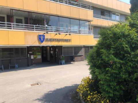 RAMMET: En ansatt ved Gjestadtunet bo- og aktivitetssenter er blitt smittet av koronaviruset.