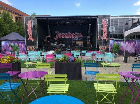 Alle konsertene under Jessheimdagene foregår på torget. Det er lov med maks 200 publikummere og alle må sitte under konserten.