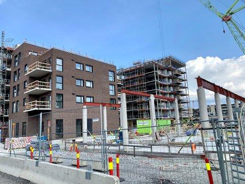 FOR FÅ NYE: Færre nye boligprosjekter presser opp prisene på bruktboliger, slår Boligprodusentene fast. Her fra et pågående byggeprosjekt i Lillestrøm.