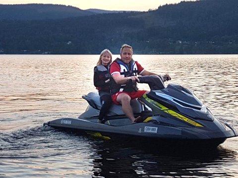 IVRIGE: Roger Martinsen og datteren Melissa Mira (12) ser fram til å kjøre vannscooter også i hjembygda.