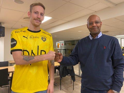 PÅ LÅN: Gjermund Åsen (t.v.) skal spille for LSK i 2021. Her sammen med sportssjef Simon Mesfin i LSK.