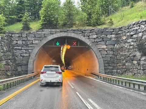 STANSET: Her ved Nordbytunnelen på E6 i Follo ble mannen fra Rælingen stanset. Unnskyldningen for den høye farten var at han måtte på do.