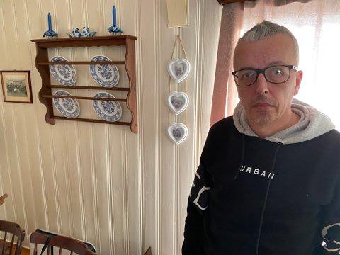 LETTET OG FORTVILET: Odd Steinar Sørengen (48) fikk onsdag bekreftet at det var hans samboer Ann-Mari (50) og deres datter Victoria (13) som ble funnet i skredgropa i Gjerdrum tirsdag.