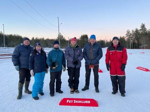 Klare: Leder Gunn Marit Høistad (nr. to f.v.) i Fet skiskyting og dugnadsgjengen brukte under et døgn på å takke ja til å arrangere helgens VM-uttak.