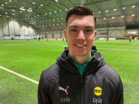 IMPONERT: Alex Craninx ble overrasket over hvordan LSK-supporterne støttet laget sitt da han satt på benken på Åråsen. Nå håper han å få oppleve støtten selv.