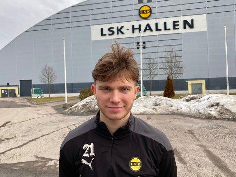 – TAR STEG: Magnus Knudsen er klar for å utforde Ifeanyi Mathew i kampen om den dype midtbanerollen.
