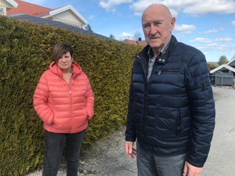 Kritiske: Ekteparet Else og Kai Mærli fra Aurskog mener seg feilbehandlet både av fastlegen i Aurskog og legevakta på Bjørkelangen.