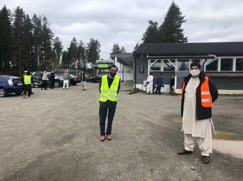 Huma Yun og Adeel Yousaf Khan, nestleder og leder i Ullensaker Muslimske Senter, utenfor Olaløkka.