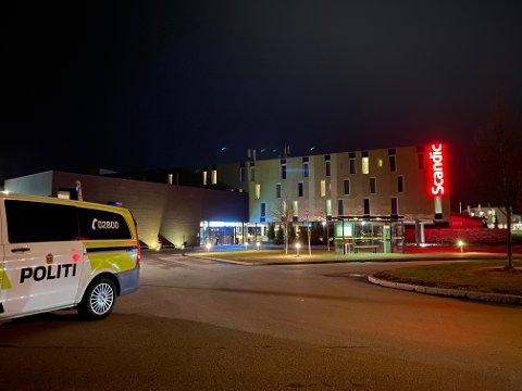 Politiet oppretter sak etter brann i en søppelbøtte på hotellet på Gardermoen.