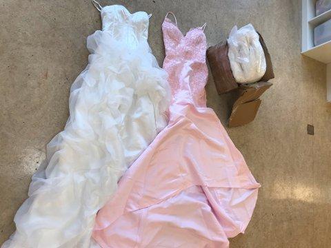 MYSTISK: Disse to kjolene lå i en pappeske ved nødutgangen i barnehagen.