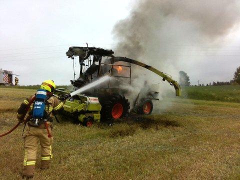 BRANN: Slik så det ut da brannvesenet gikk igang med slokkingen. Foto: Brannvesenet