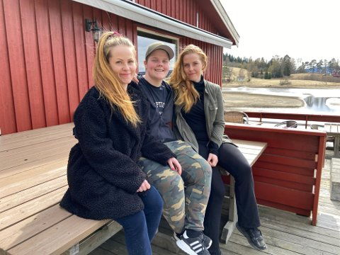 SATSER: Søstrene Tina, Thonje og Thea Solheim ble valgt ut av kommunen til å ta over driften av restauranten i Gansvika. Fredag åpner de dørene.