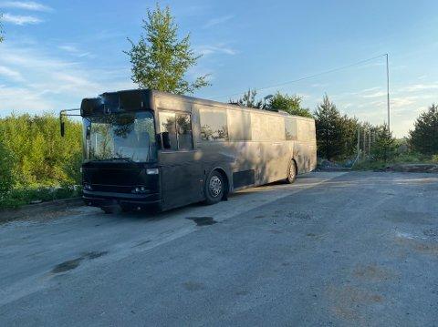 BRUKSFORBUD: Dette er én av to russebusser som fikk bruksforbud som følge av kontrollen.