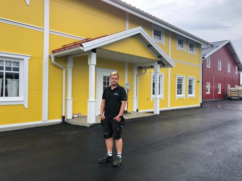Nybyggene skiller seg ut. Bak står familien Gran fra Råholt hvor Morten Gran er en av fire.