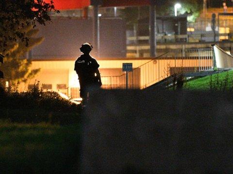DRAMATISKE DØGN: Tirsdag ble det avfyrt skudd på åpen gate i Lørenskog. Den siktede meldte seg etter to døgn på flukt fra politiet.