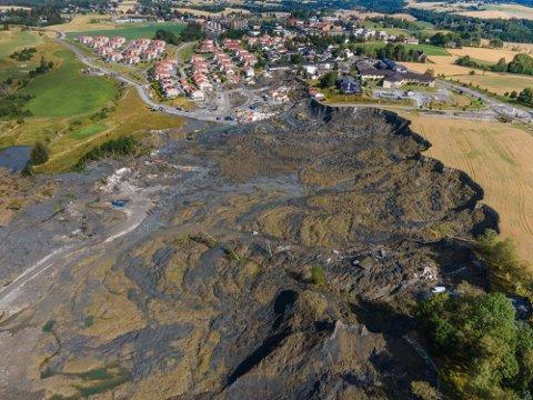 Romerikes Blad har dekket det katastrofale skredet i Gjerdrum siden 30. desember 2020. Onsdag mottok RB pris for årets lokale nyhetsdekning.