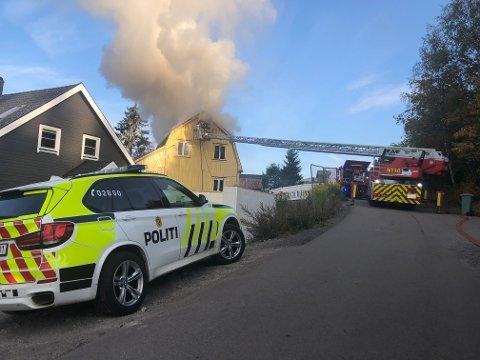 BRANN: Brannvesenet har rykket ut til en boligbrann i Hakadal.