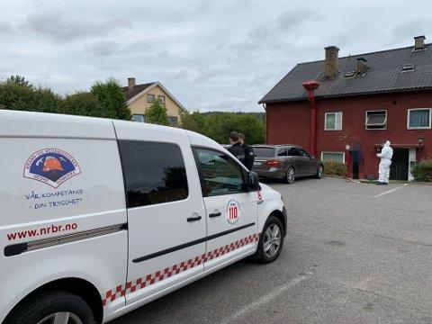 TILSYN: Dagen etter røykutviklingen var kommunens- og brannvesenets representanter tilbake for å sjekke forholdene i bygget ytterligere.