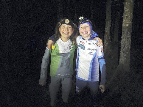 PARLØP: Nattløpsserien er et samarbeidsprosjekt, og de to yngste jentene i startfeltet samarbeidet: Nora Hansen, Røyken og Maren Skogedal, Asker.