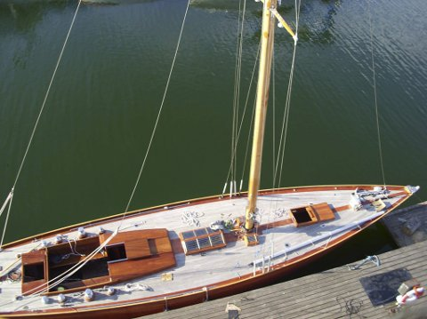 «Kryss»:  60 fot lang og 3.96m bred, vekt 20 tonn.