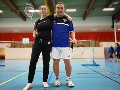 FOR ALLE: Ragnhild Indstøy langlo og Kim Antonsen anbefaler badmington til dem som har lyst til å prøve en ny sport, og samtididg ha det gøy.