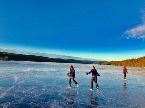 KALDT: Det har vært kaldt over en lengre periode, og det får folk til å trekke ut på isen. Men sist helg gikk 11 personer gjennom isen i Bærum og Oslo.