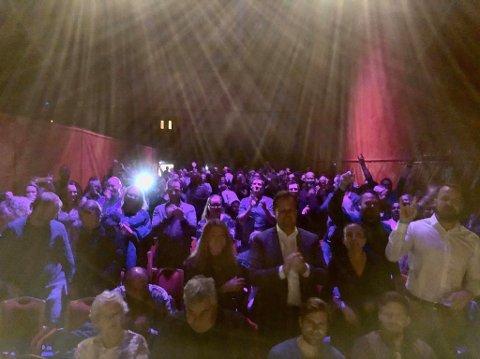 FOTO: Komiker Christer Torjussens eget bilde, tatt fra scenen under forestillingen.