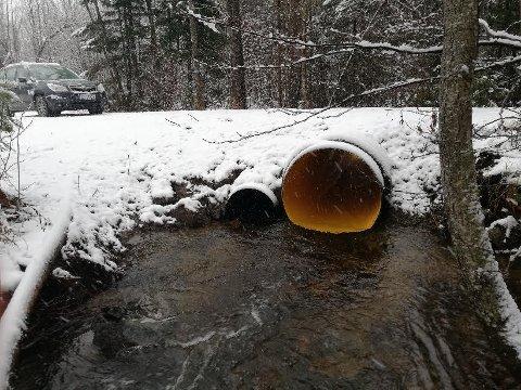 ETTER: Kommunen ved VIVA har nå fått på plass et betydelig større rør for å ta unna vannmengdene.