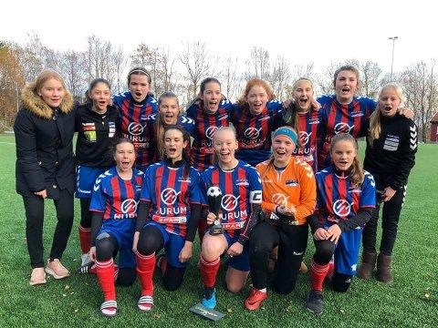 KRETSMESTERE: Huringen og Hyggens jentelag J15  er kretsmestere 2019 i Buskerud.
