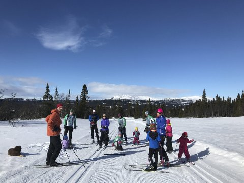 DRØMMER OM BARMARK: Røyken O-lag hadde med 55 deltagere i alle aldre til årets vintersamling på Spåtind. De yngste fikk være med i en lekbetont skiorientering.