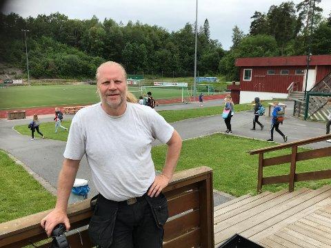 ØNSKER VELKOMMEN: SIF-leder Mats Angefuhr fronter det storslotte idrettsanlegget i Slemmestad, og inviterer til åpen park i august.