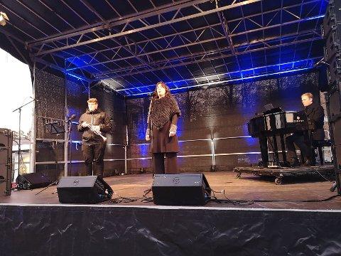 LOKAL TRIO: Tone Braaten er fra Hurum (Sætre), Tormod Rønning Kvam fra Røyken (Midtbygda) og trompetisten Benjamin Mortensen fra Asker (Heggedal)  framførte Asker nye fanfare.