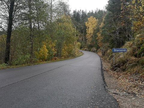 ASFALT: Nå kan du kjøre fra Sætre til Storsand på ny asfalt.