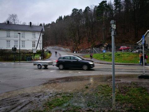 AVGJORT: I møtet i formannskapet tirsdag 17. november ble planutvalgets forslag vedtatt - og krysset Slemmestadveien-Skolebakken får enten bro eller undergang.
