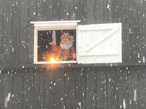 Den eneste som vår våken denne tidlige juledagsmorgenen på Ravensborg, der Thaulow malte i Asker, var fjøsnissen.