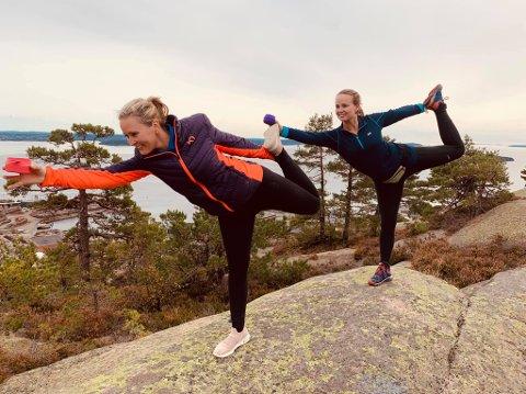 BRUKER NATUREN:  Kaja Høgås ( t.h) er  blant annet yogainstruktør. Hun kombinerer forskjellige typer utendørsaktiviteter med naturopplevelser, slik som her  på Tofteåsen.