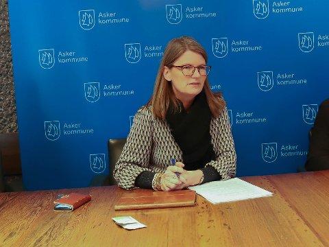 IKKE: Ordfører Lene Conradi vil ikke innføre forbud mot skjenking av alkohol i Asker av smittevernhensyn nå.