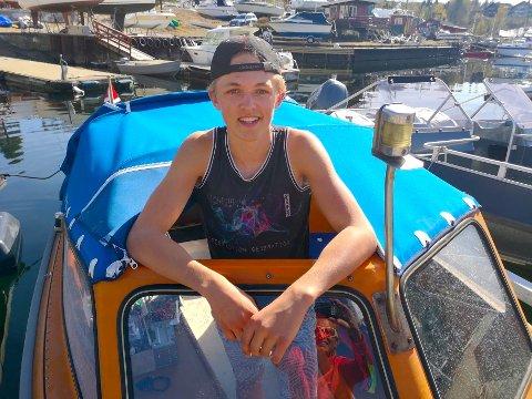 – Ettersom 17. maifeiringen er avlyst til lands inviter jeg til tidenes nasjonaldagsfeiring til vanns, sier Mathias Vinje Martinsen fra Nærsnes.