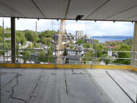 OVER DET MESTE: Fra toppetasjen har man utsikt mot Oslofjorden.