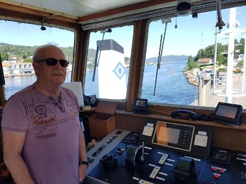 """KØ: Flere må vente i kø på neste tur, sier kaptein Roger Wærp på MF """"Svelviksund"""""""