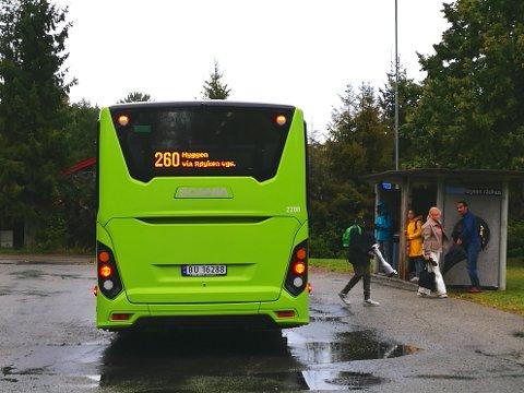 MISNØYE: Flere opplever at Ruters nye linje 260 ikke er til å stole på for å rekke toget i Røyken. Ruter svarer at linjen korresponderer bra.