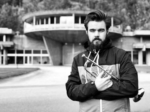 AVSLUTTER DIGELEN: Trompetisten Magnus Aannestad Oseth er fylkeskunstner i Buskerud 2020, og spiller på jazzfestDIGEL med bandet MAKAN søndag klokka 20 i Sekkefabrikken.