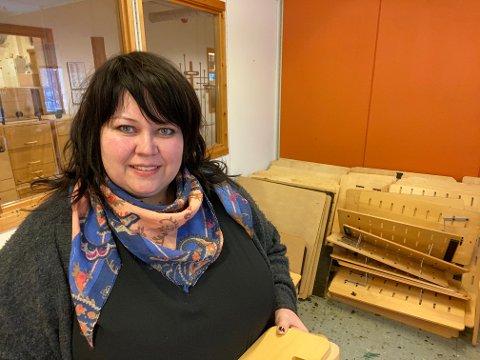 STORTRIVES: Anja Østerli (40) stortrives i jobben som prosjektleder for ombruksprosjektet i Asker kommune.