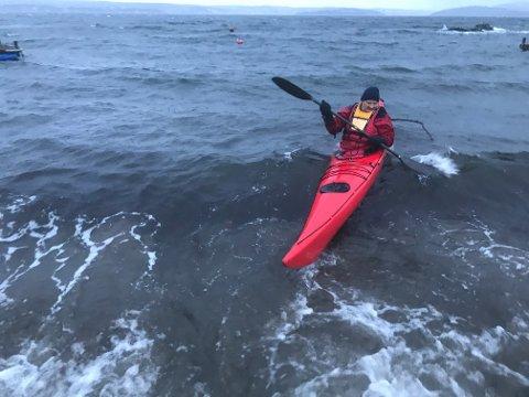 MORO: Jeg synes det er moro og surfe på bølgene, sier Munch Lund.